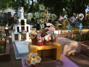 Graves ready for Dia de los muertos